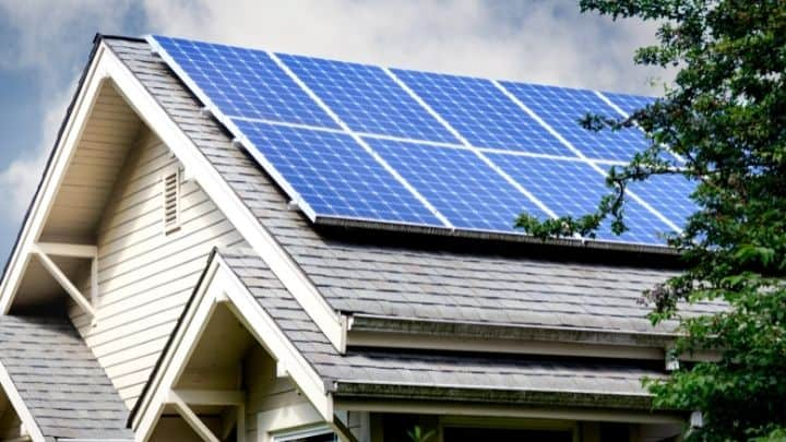 Solar panel covering a roof (1)